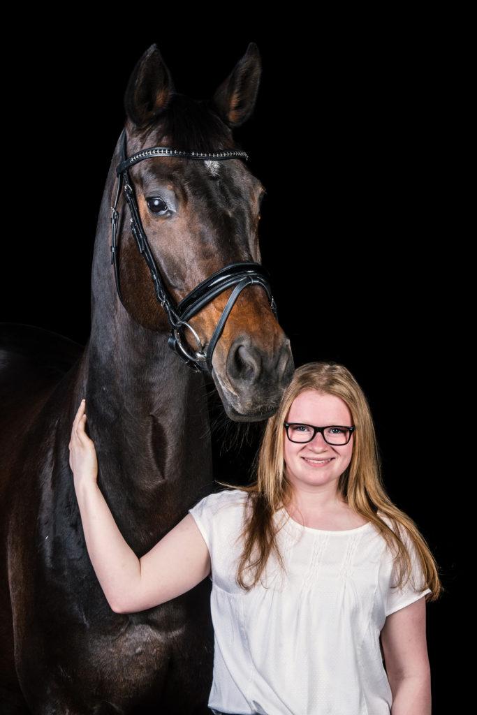 Pferd und Reiter im Studio